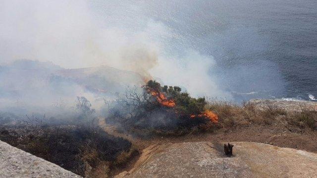 incendio-en-el-cabo-de-finisterre-jv-lado_5647_p